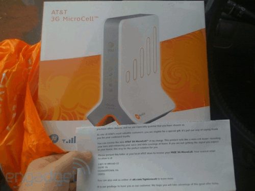 AT&T gives loyal customers free Femtocell