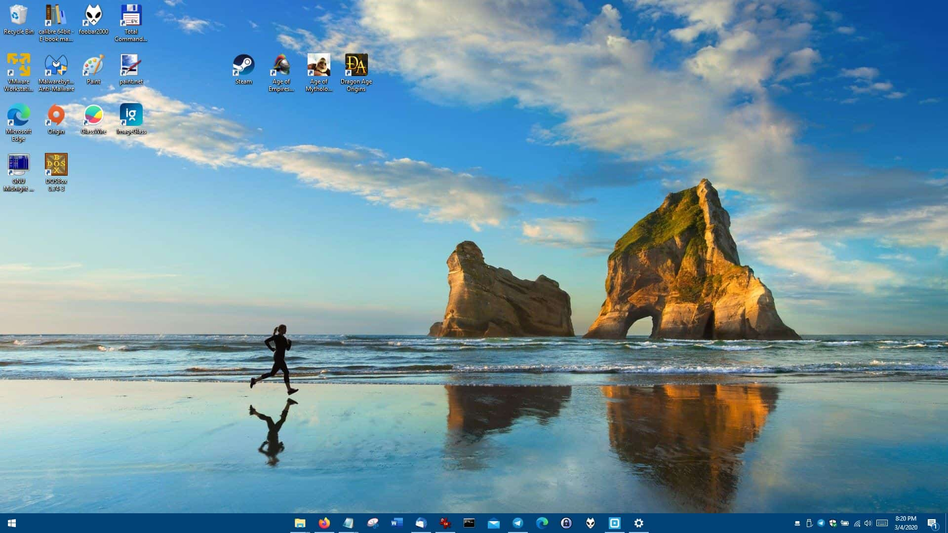 Hide the Start Button and System Tray, center the taskbar icons or make it transparent with TaskbarDock